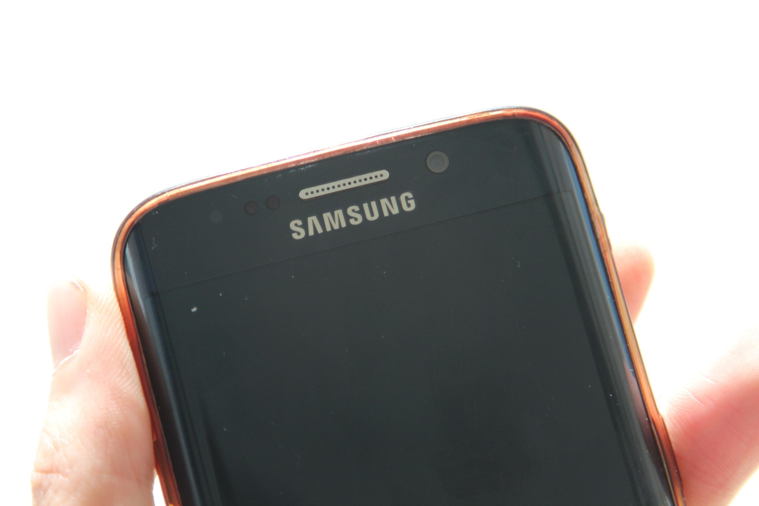 Инсайдер: Новый раскладной смартфон от Samsung получил название Galaxy Z Flip